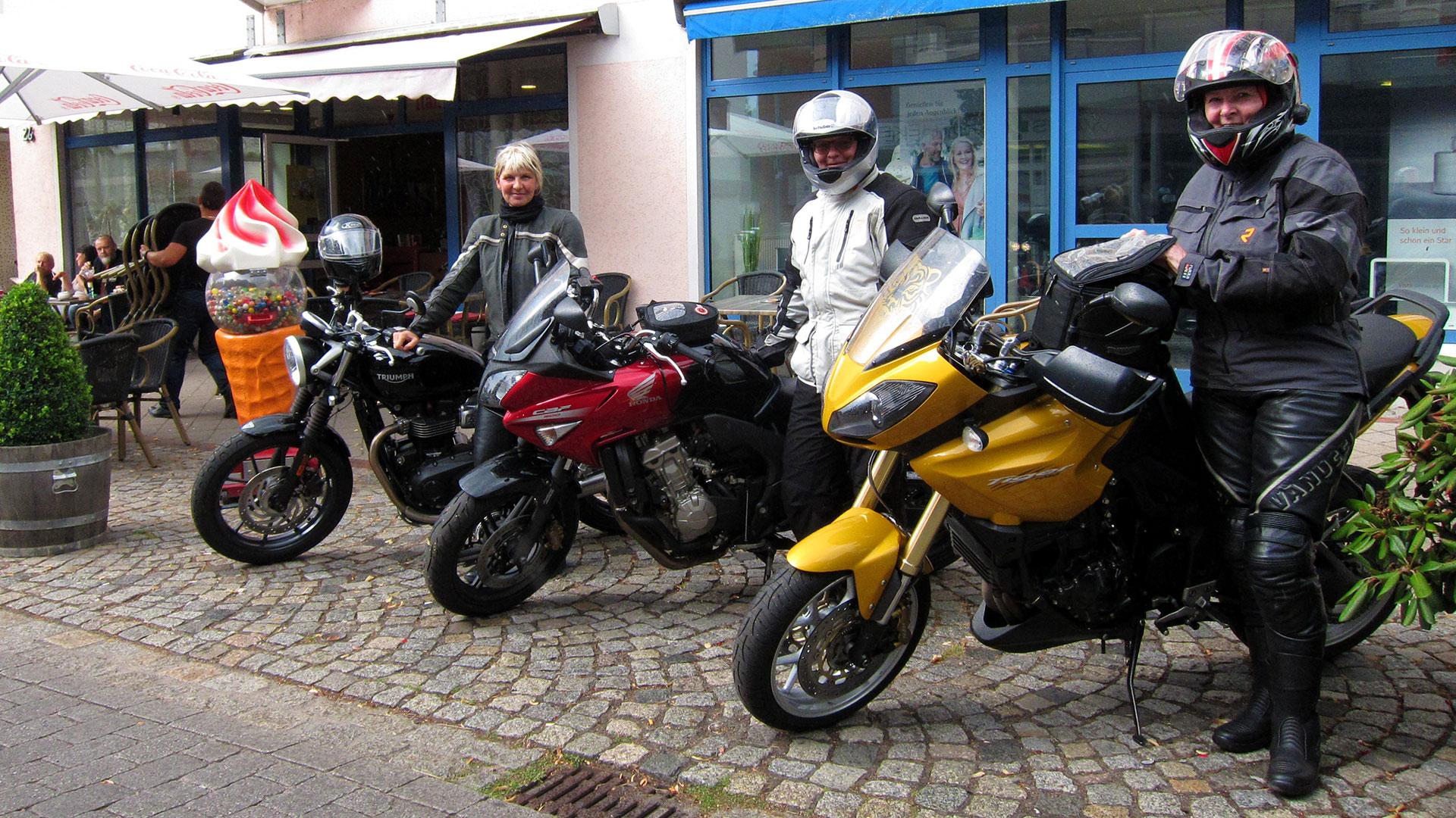 bikerladys01_1920x1080